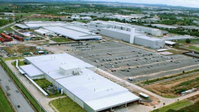 Ilustrasi pabrik otomotif.
