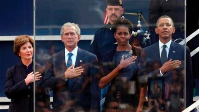Pasangan Obama dan Bush pada peringatan Tragedi 9/11 di New York
