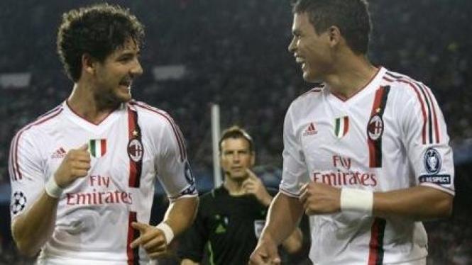 Alexandre Pato (kiri) dan Thiago Silva
