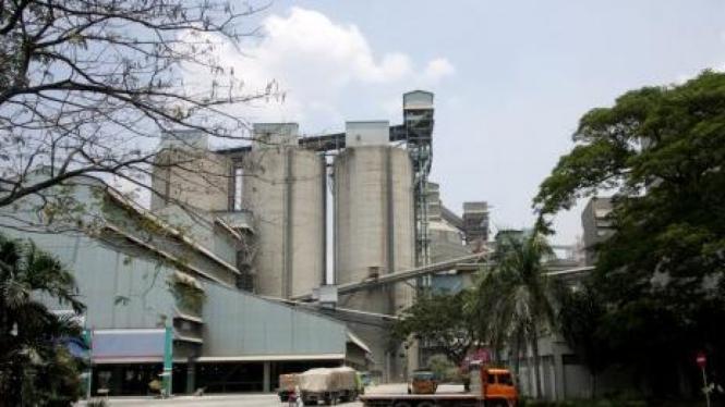 Aktivitas Pabrik PT Indocement, Citeureup, Bogor