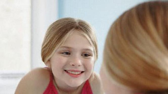 remaja bercermin