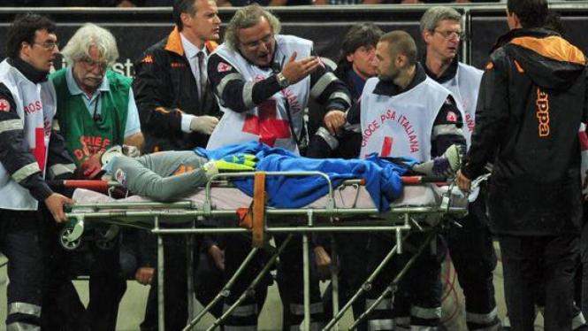 Maarten Stekelenburg dilarikan ke rumah sakit