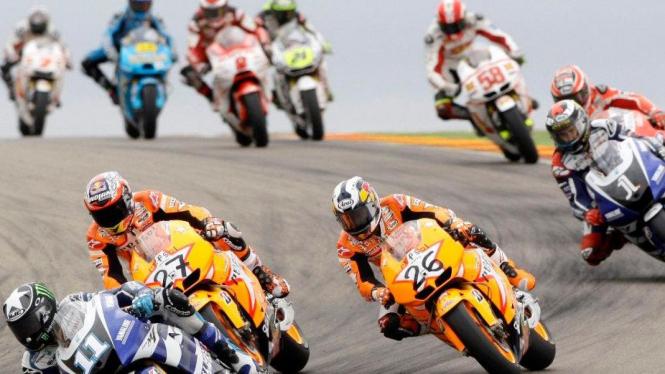Ben Spies (Yamaha/11) memimpin balapan MotoGP Aragon
