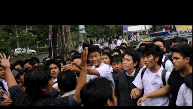 Wartawan dan SMA 6 Bentrok (JANGAN DIPAKE BUAT ARTIKEL)