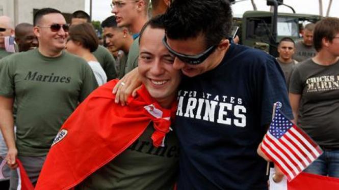 Tentara homoseksual AS ikut pawai Gay Pride di San Diego.