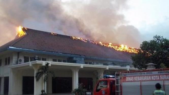 Balai Pemuda Surabaya terbakar