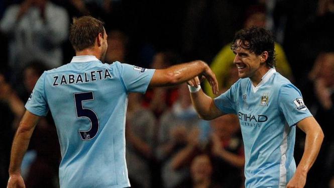 Owen Hargreaves (Manchester CIty/kanan) mencetak gol
