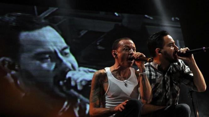 Mike Shinoda (kanan) dan Chester Bennington.