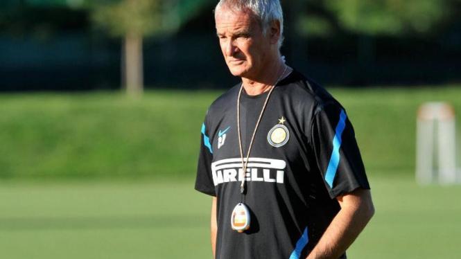 Claudio Ranieri memimpin latihan Inter Milan