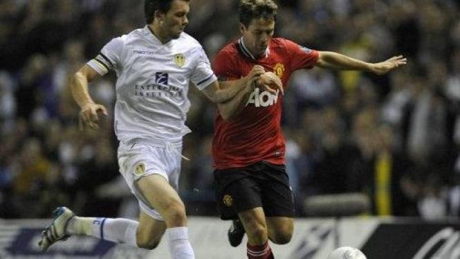 Michael Owen (merah) di pertandingan melawan Leeds United