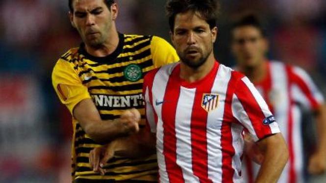 Gelandang Atletico Madrid, Diego Ribas (kanan)