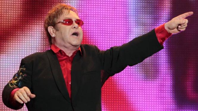 Elton John tampil dalam Rock in Rio Music Festival