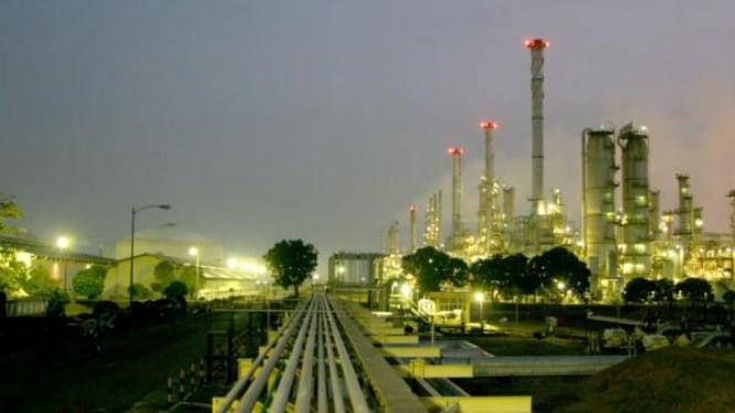 Kilang minyak Pertamina.
