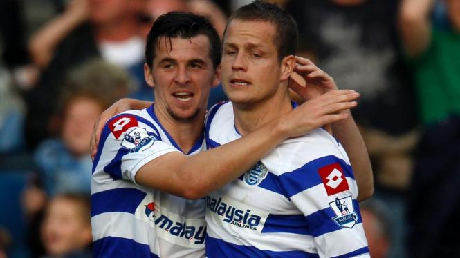 Pemain QPR Heidar Helguson (kanan) dan Joey Barton