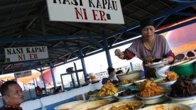 Pedagang Nasi Kapau di Pasar Lereng Bukittinggi