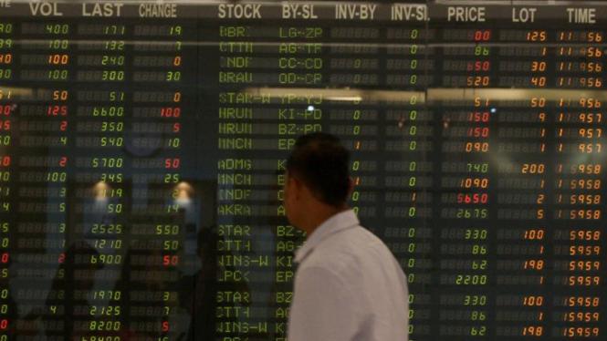 Papan pergerakan harga saham di Bursa Efek Indonesia.