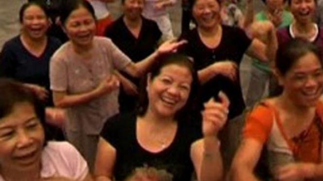 yoga tertawa