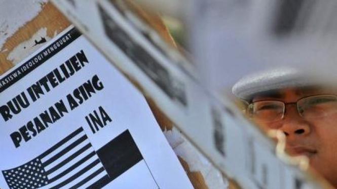 Demonstrasi menolak RUU Intelijen