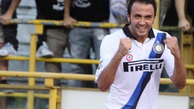 Striker Inter Milan, Giampaolo Pazzini, saat melawan Bologna