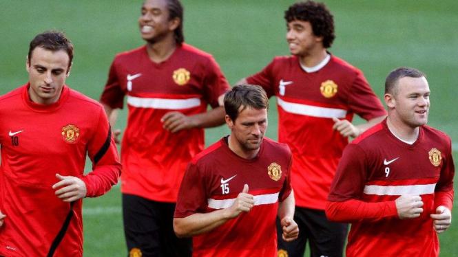 Dimitar Berbatov, Michael Owen dan Wayne Rooney di latihan Manchester United