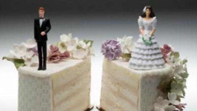 pasangan menikah hidup terpisah