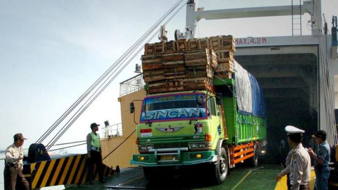 Korban Kapal KM Kirana IX terbakar