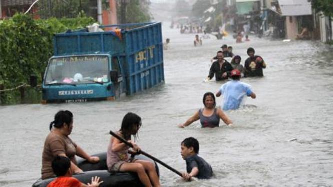Banjir akibat topan Nesat di Filipina