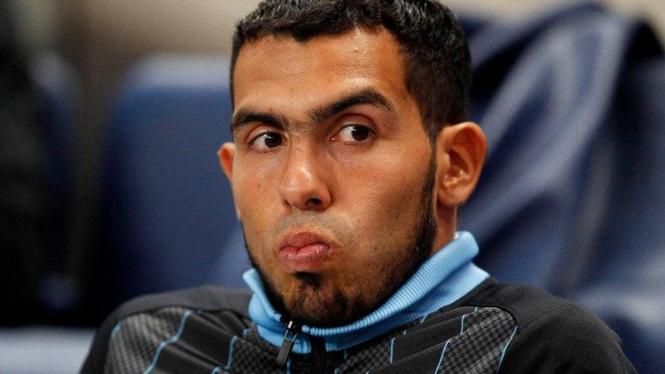 Striker Manchester City, Carlos Tevez, di bangku cadangan