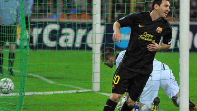 Lionel Messi jebol gawang BATE