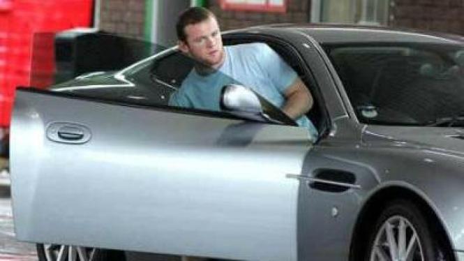 Wayne Rooney dan Aston Martin Vanquish, pemberian istrinya