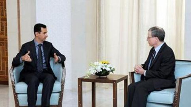 (Ka-ki) Dubes AS di Suriah, Robert Ford,dan Presiden Suriah Bashar Al-Assad.