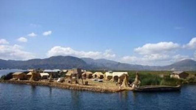 Desa Terapung di Danau Titicaca