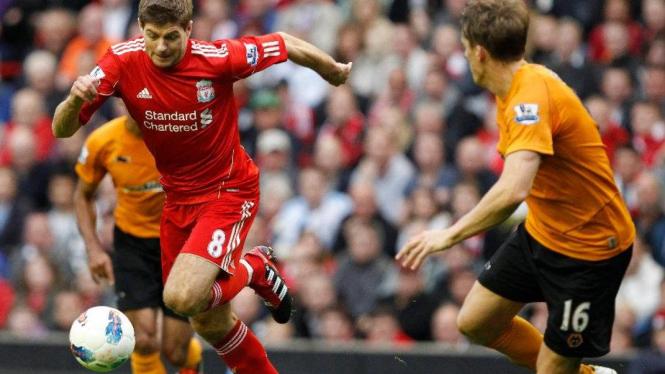Kapten Liverpool, Steven Gerrard (kiri)