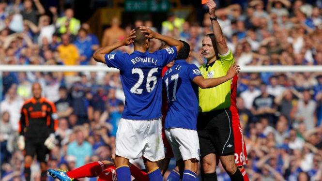 Pemain Everton, Jack Rodwell, mendapat kartu merah