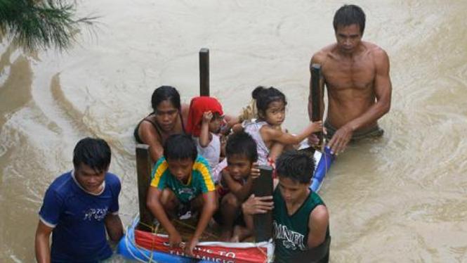 Banjir akibat topan Nalgae di Filipina
