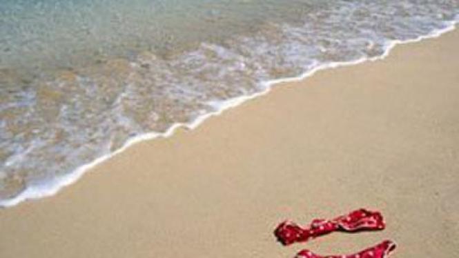 berbikini di pantai