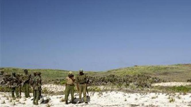 Aparat berjaga di pantai Kenya