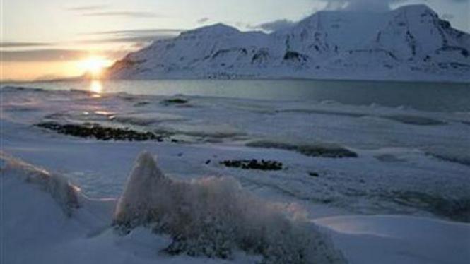 Bongkahan es Kutub Utara.