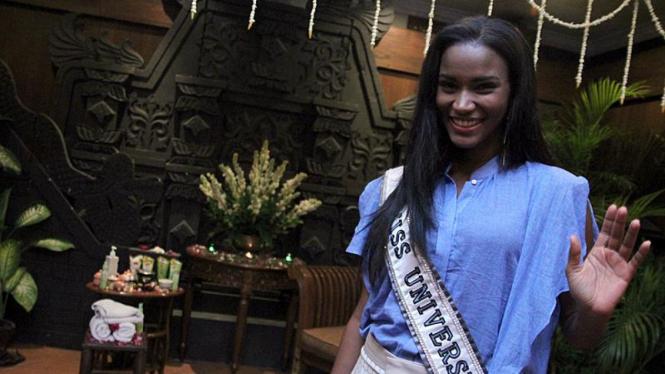 Miss Universe 2011 asal Angola, Leila Lopes, Lakukan Treatment Spa
