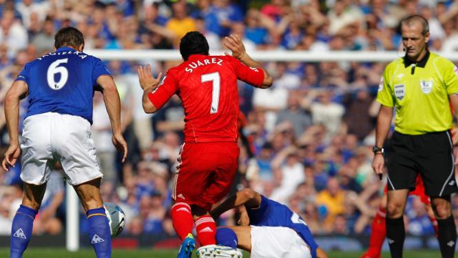 Pemain Liverpool (merah) di pertandingan melawan Everton