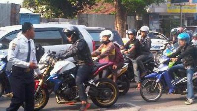 Honda CB 1000 di Jalan Adisucipto