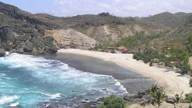 Pantai Siung, surganya memanjat tebing