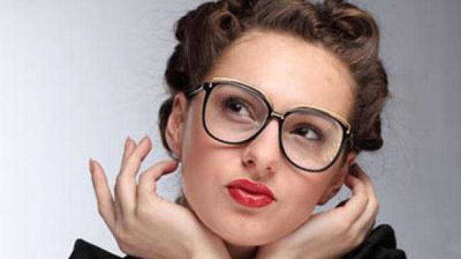 Menawan Dibalik Bingkai Kacamata – VIVA 540c8ea979