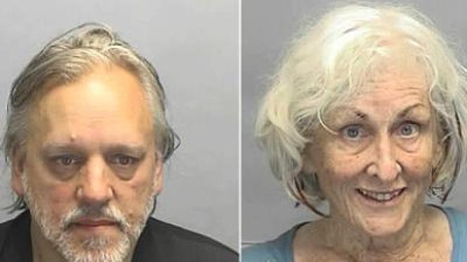 Pasangan ini ditangkap polisi karena bercinta di mobil