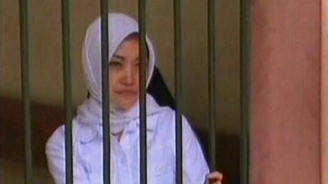 Guru SD di Garut Dipenjara Karena Melempar Pasir