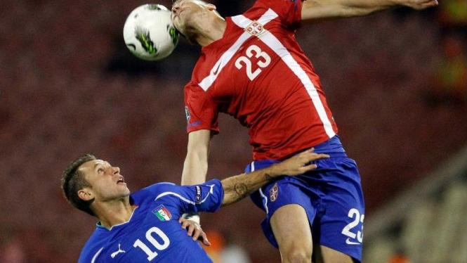 Striker Italia, Antonio Cassano (kiri), melawan Serbia