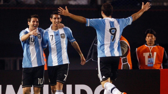 Lionel Messi (kiri), Angel di Maria, dan Gonzalo Higuain