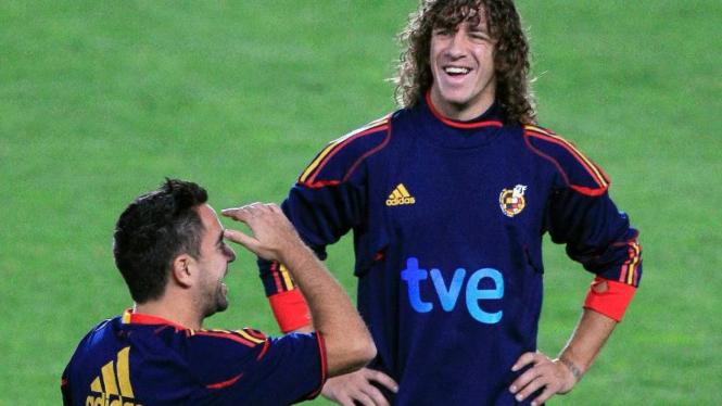 Carles Puyol (kanan) di latihan timnas Spanyol