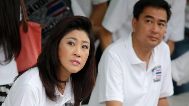 PM Yingluck Shinawatra dan Abhisit Vejjajiva