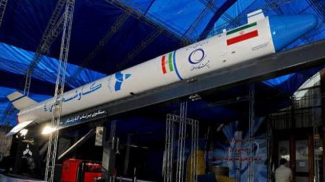 Roket peluncur satelit Kavoshgar 4 milik Iran